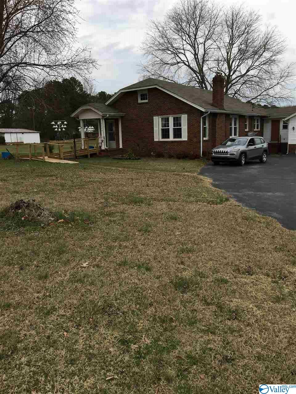 Photo of home for sale at 2400 US Hwy 31, Hartselle AL
