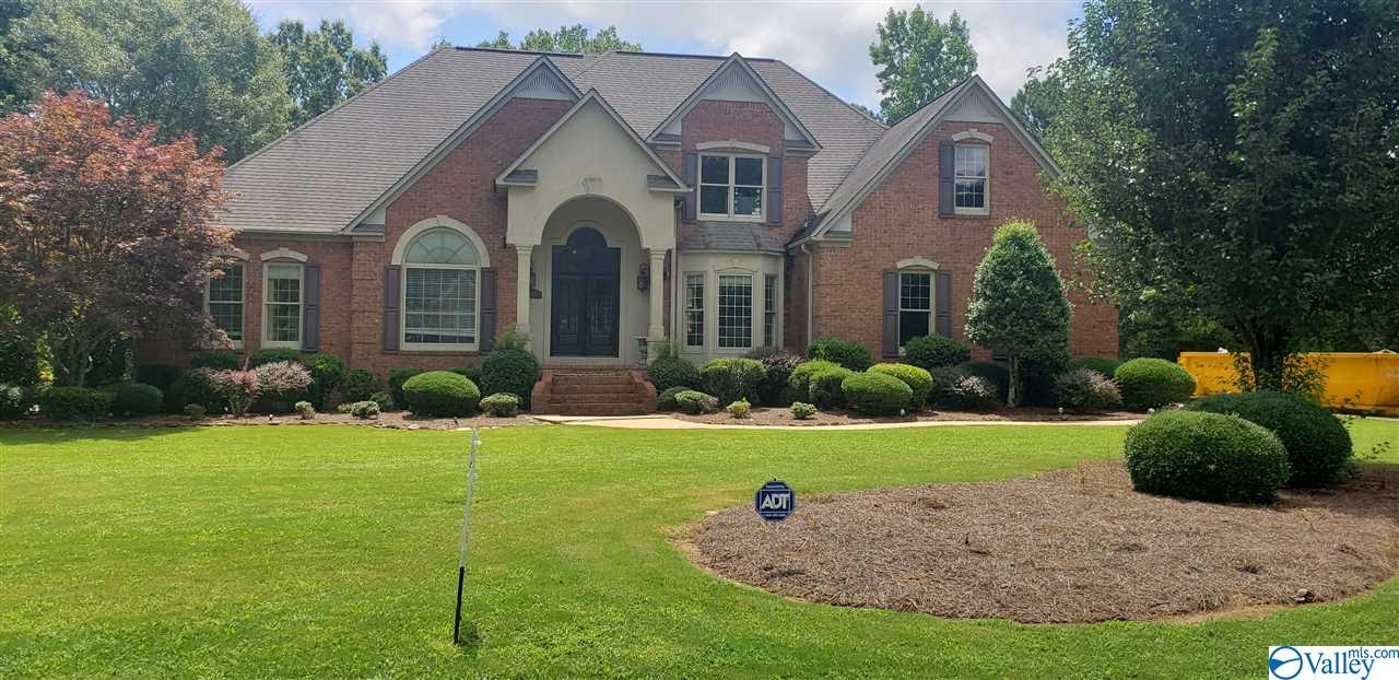 Photo of home for sale at 212 Roseland Drive, Rainbow City AL
