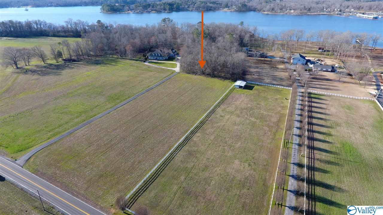 Photo of home for sale at 2210 Clemons Road, Scottsboro AL