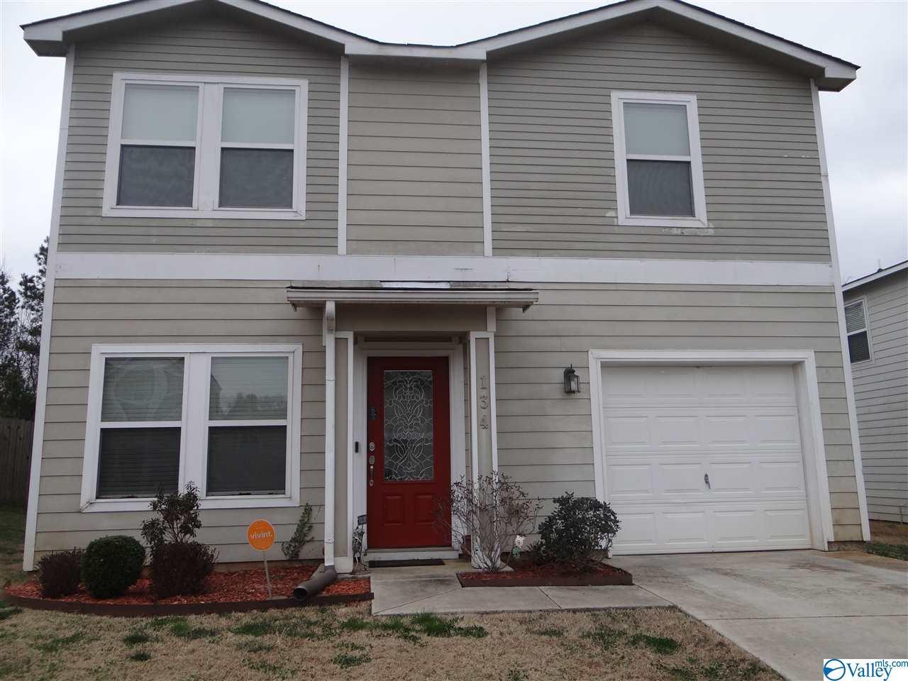 Photo of home for sale at 134 Whitestone Drive, Huntsville AL