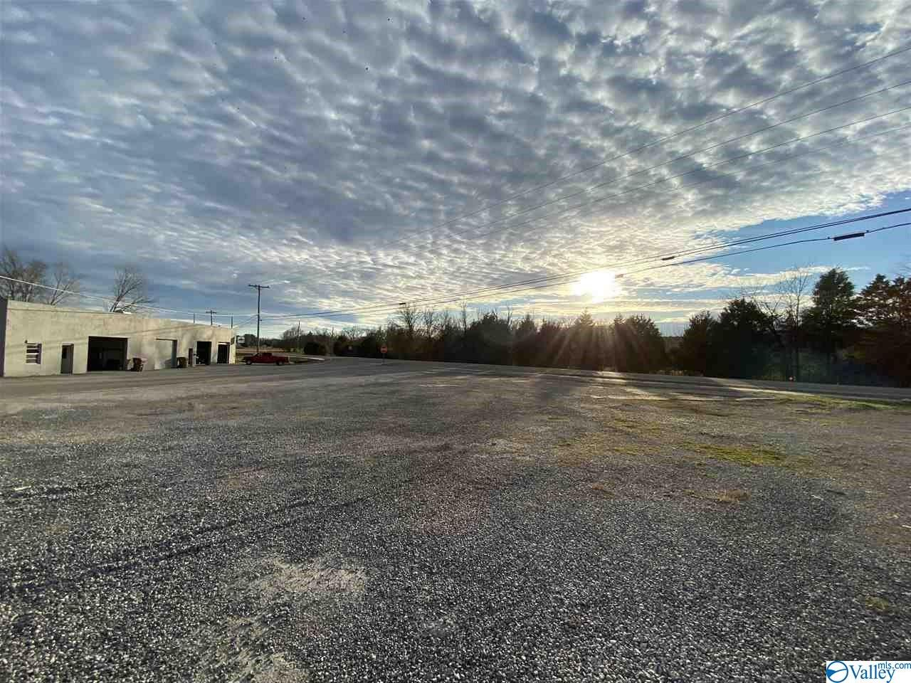 Photo of home for sale at 13840 Market Street, Moulton AL