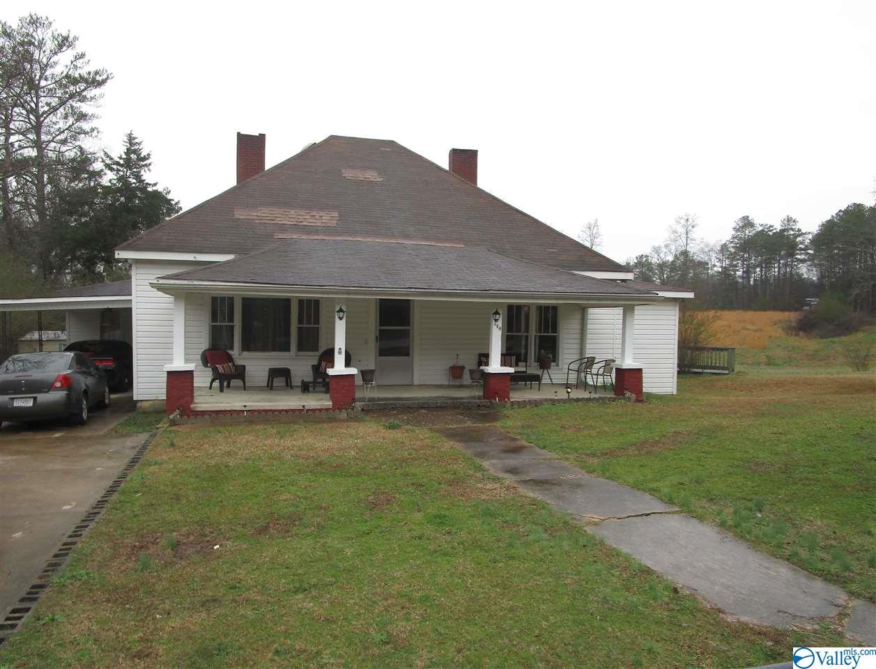 Photo of home for sale at 518 South River Street, Centre AL