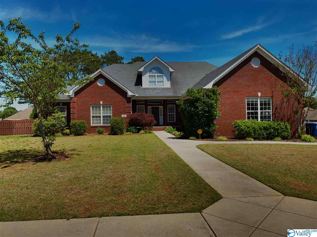 Photo of home for sale at 188 Clouds Creek Drive, Huntsville AL