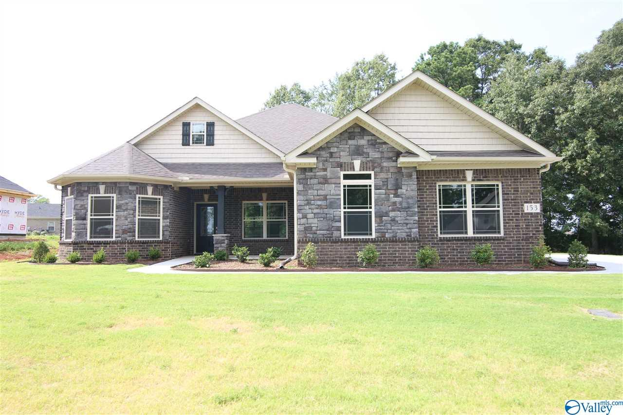 Photo of home for sale at 254 Yarbrough Road, Harvest AL