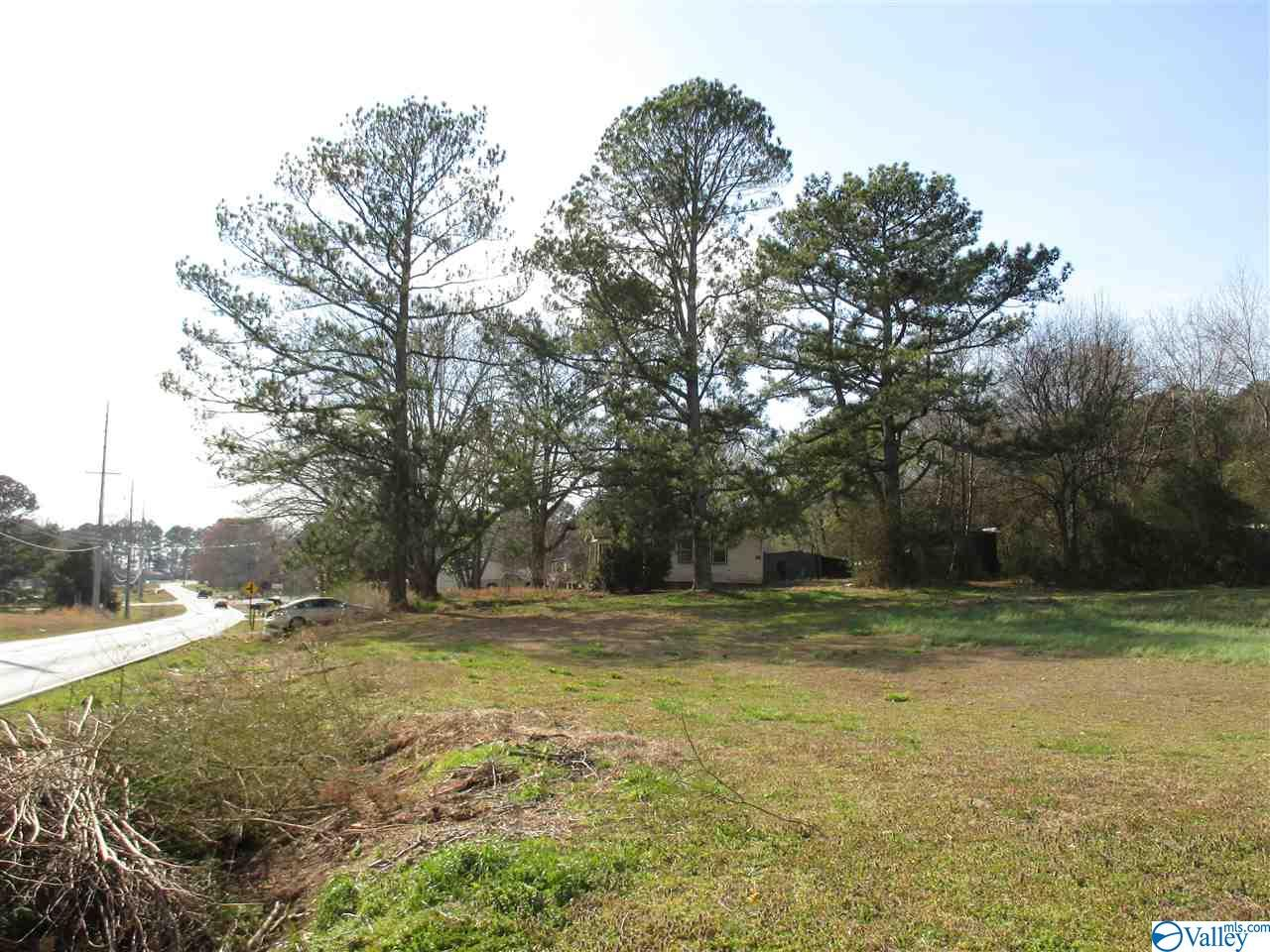 Photo of home for sale at 1069 Nick Davis Road, Harvest AL