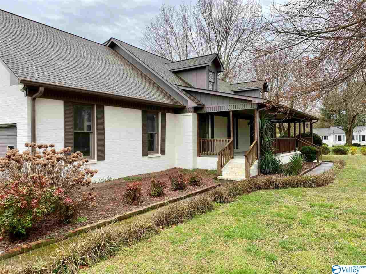 Photo of home for sale at 522 Martin Road, Boaz AL