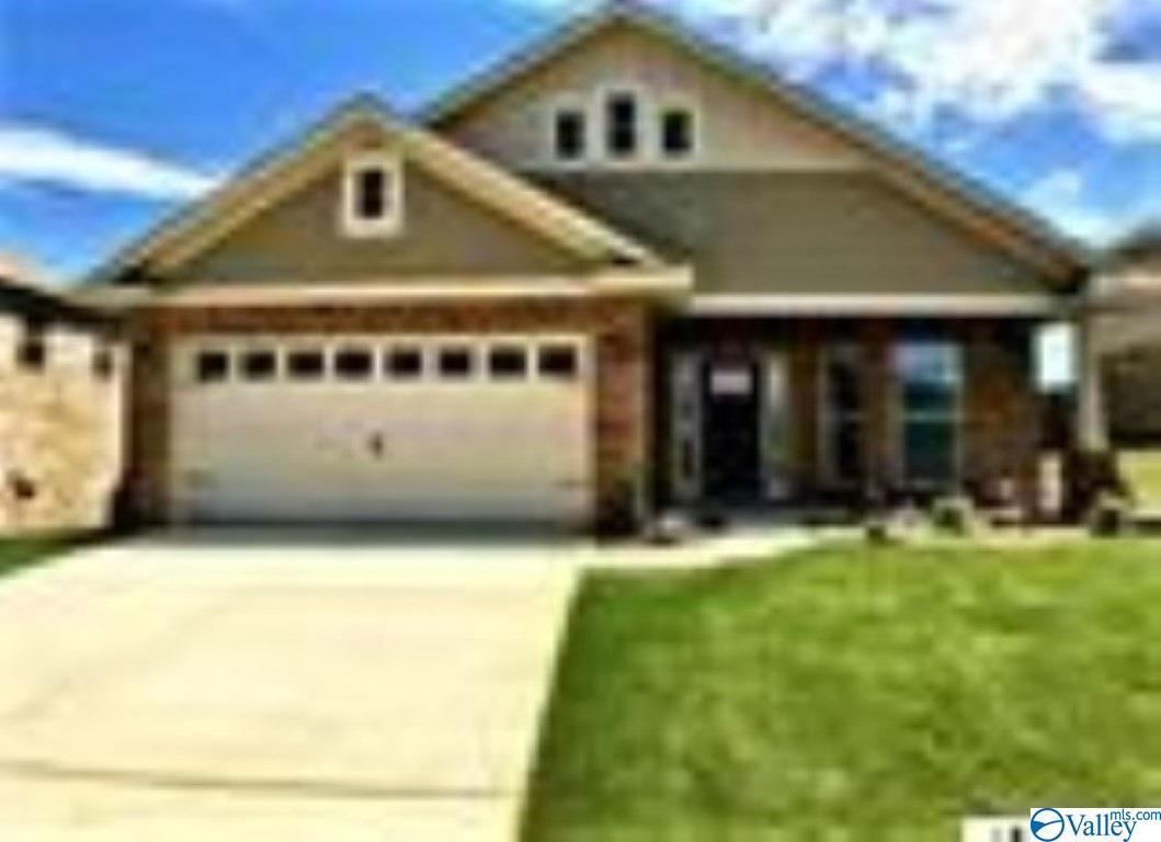 Photo of home for sale at 206 Taunton Street, Huntsville AL