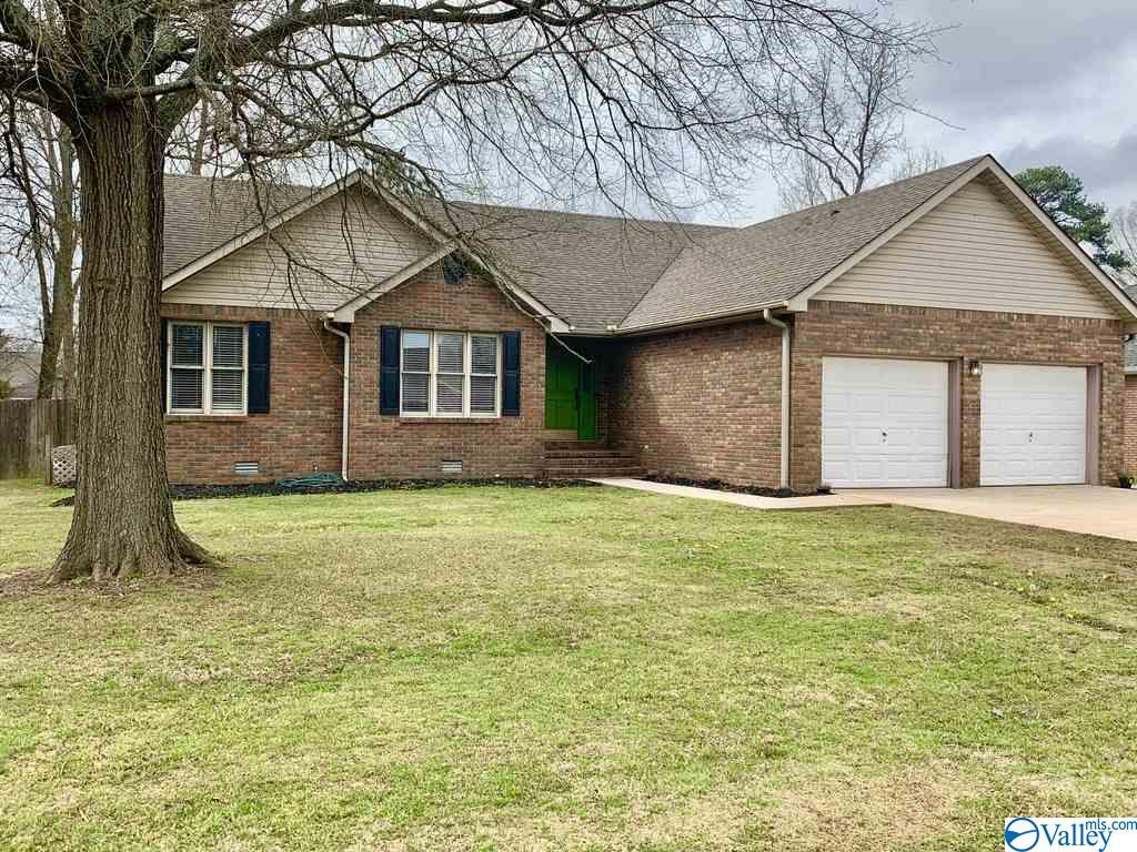 Photo of home for sale at 1903 Cumberland Avenue, Decatur AL
