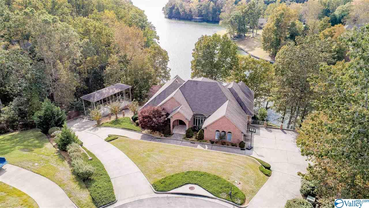 Photo of home for sale at 115 Cathmich Court, Florence AL