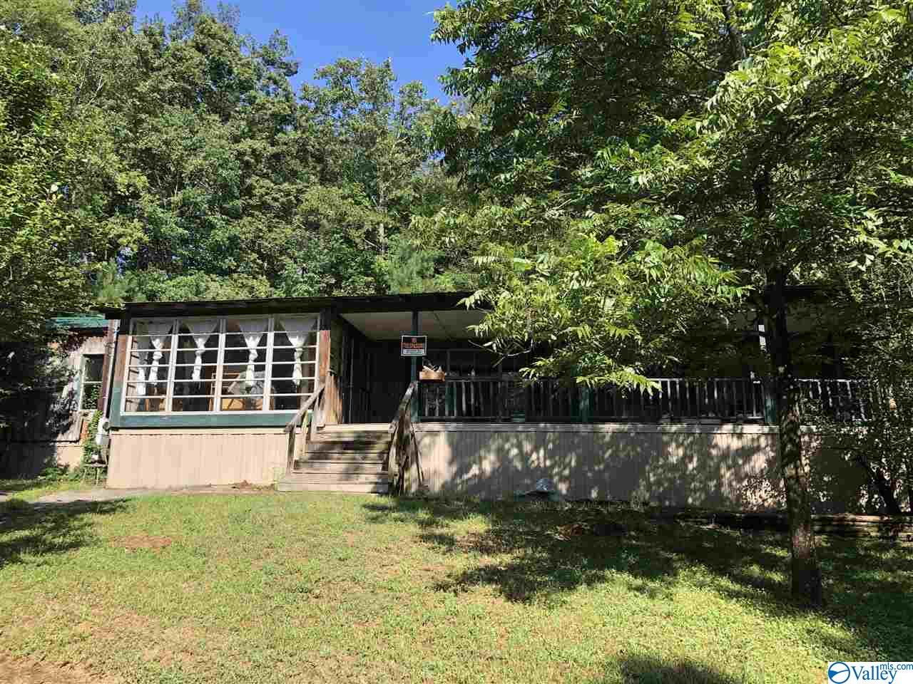 Photo of home for sale at 83 Old Road, Scottsboro AL