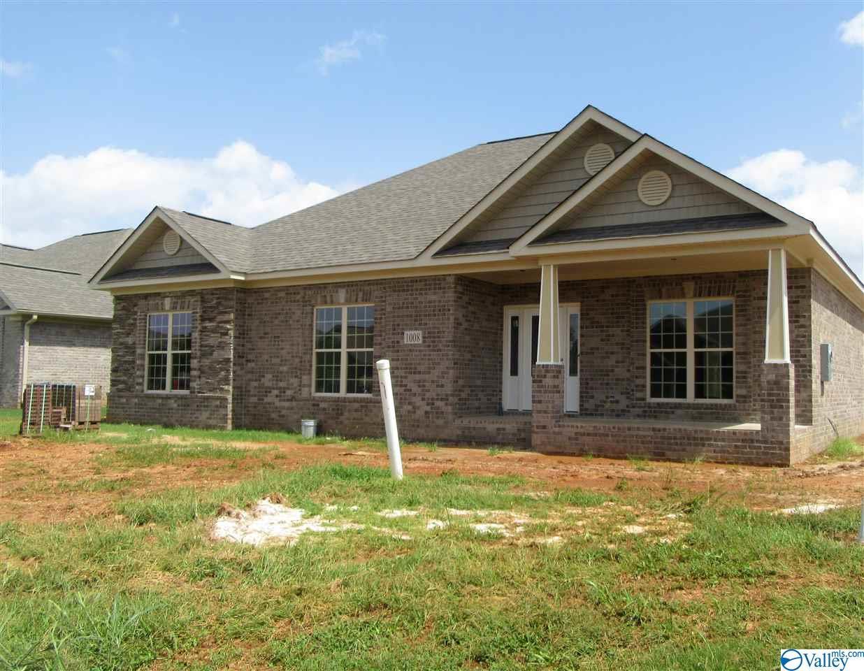 Photo of home for sale at 1008 Worton Grange, Decatur AL