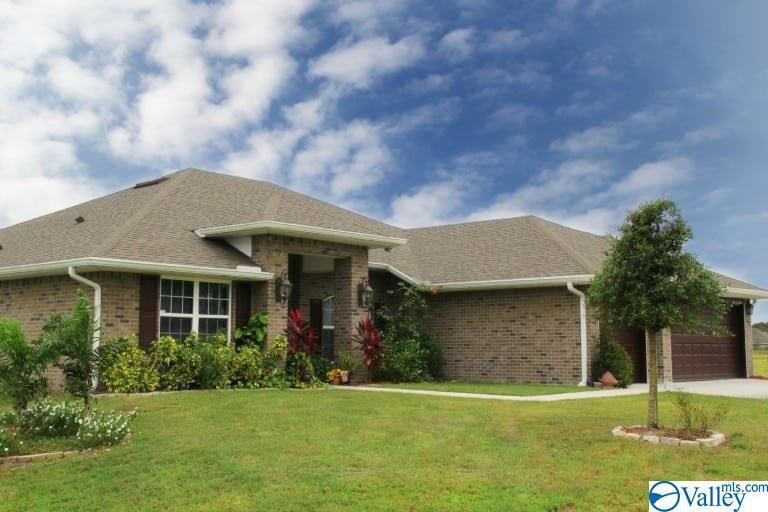 Photo of home for sale at 126 Erle Phillips Road, Huntsville AL