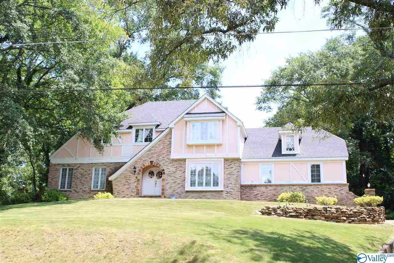 Photo of home for sale at 624 Reynolds Street, Gadsden AL
