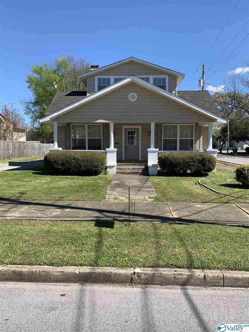 Photo of home for sale at 246 South 5th Street, Gadsden AL