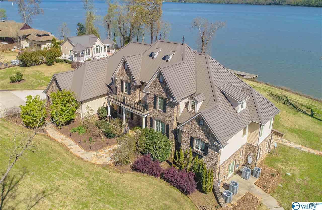 Photo of home for sale at 3014 Buck Island Drive, Guntersville AL