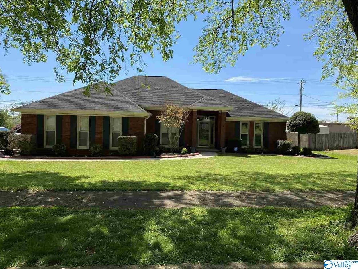 Photo of home for sale at 310 Michigan Ave W, Muscle Shoals AL