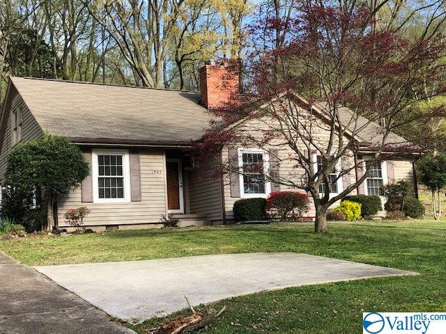 Photo of home for sale at 1905 Sunset Drive, Guntersville AL