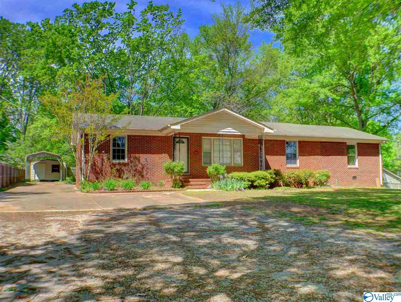 Photo of home for sale at 485 Ryland Pike, Huntsville AL