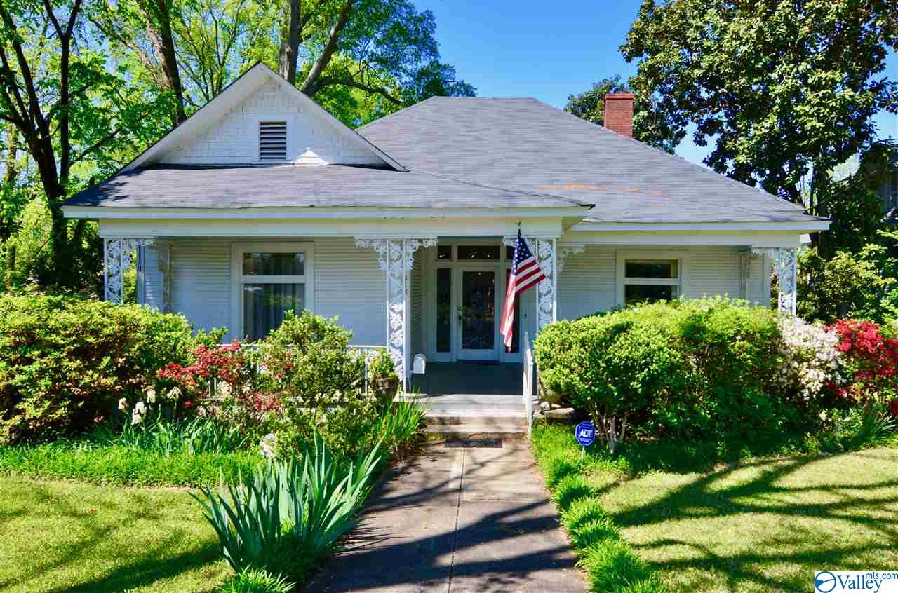 Photo of home for sale at 413 5th Street, Gadsden AL