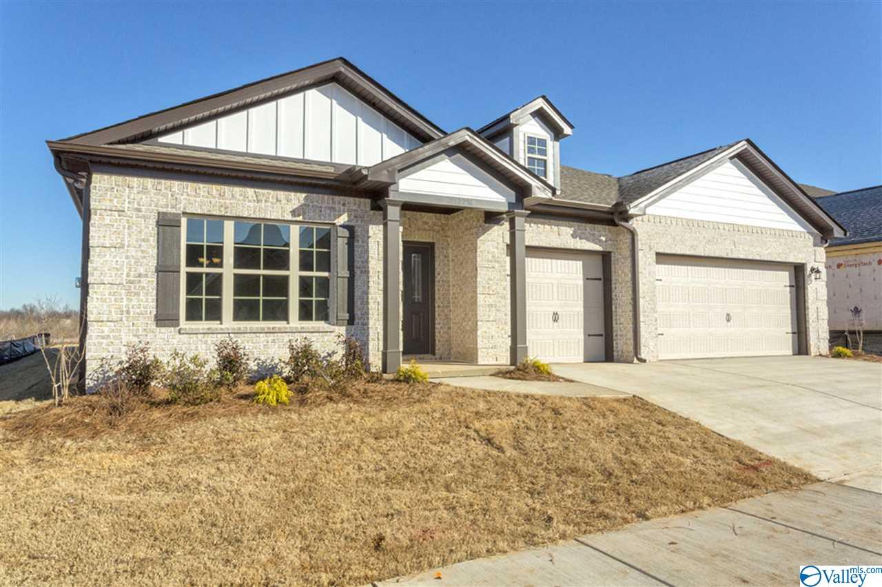 Photo of home for sale at 807 Chesire Cove Lane, New Market AL