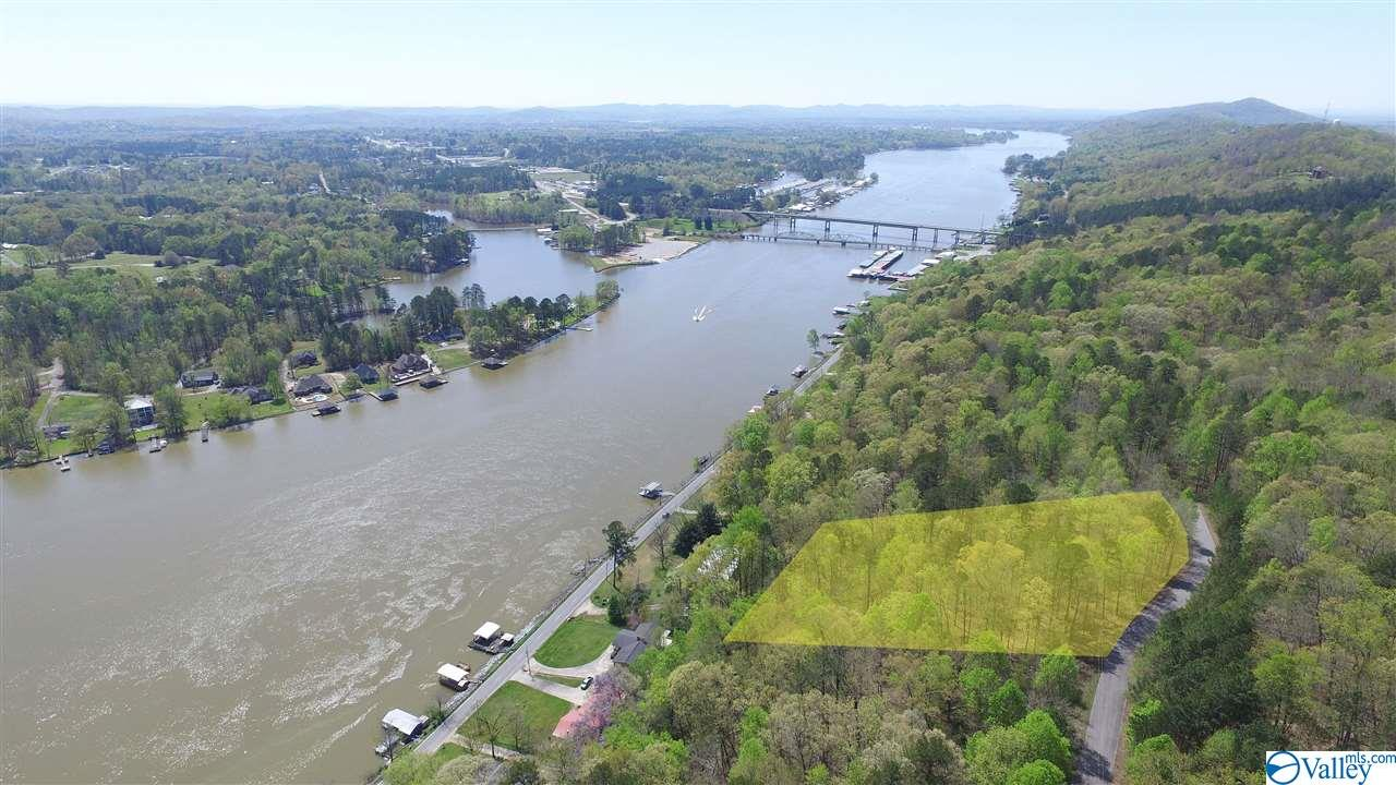 Photo of home for sale at 7&8 Somerset Chase, Gadsden AL