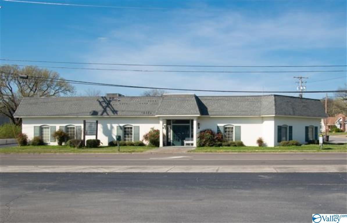 Photo of home for sale at 201 College Street, Fayetteville TN