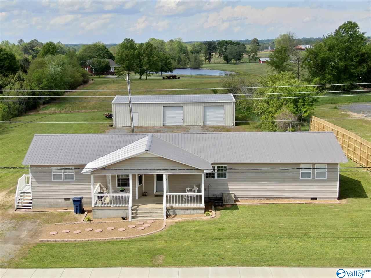 Photo of home for sale at 13710 Alabama Highway 68, Crossville AL