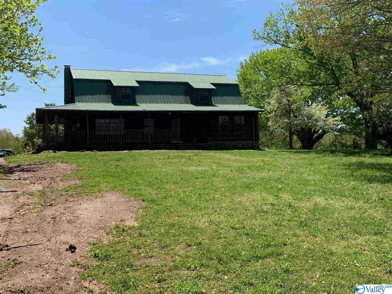 Photo of home for sale at 1418 Morris Circle, Scottsboro AL