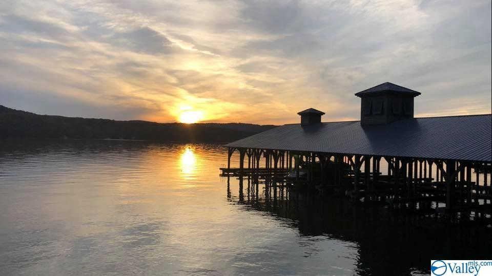 Photo of home for sale at 83 Boathouse Drive, Guntersville AL