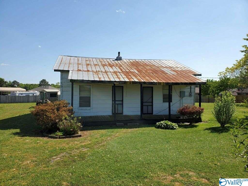Photo of home for sale at 16084 Cannon Road, Elkmont AL