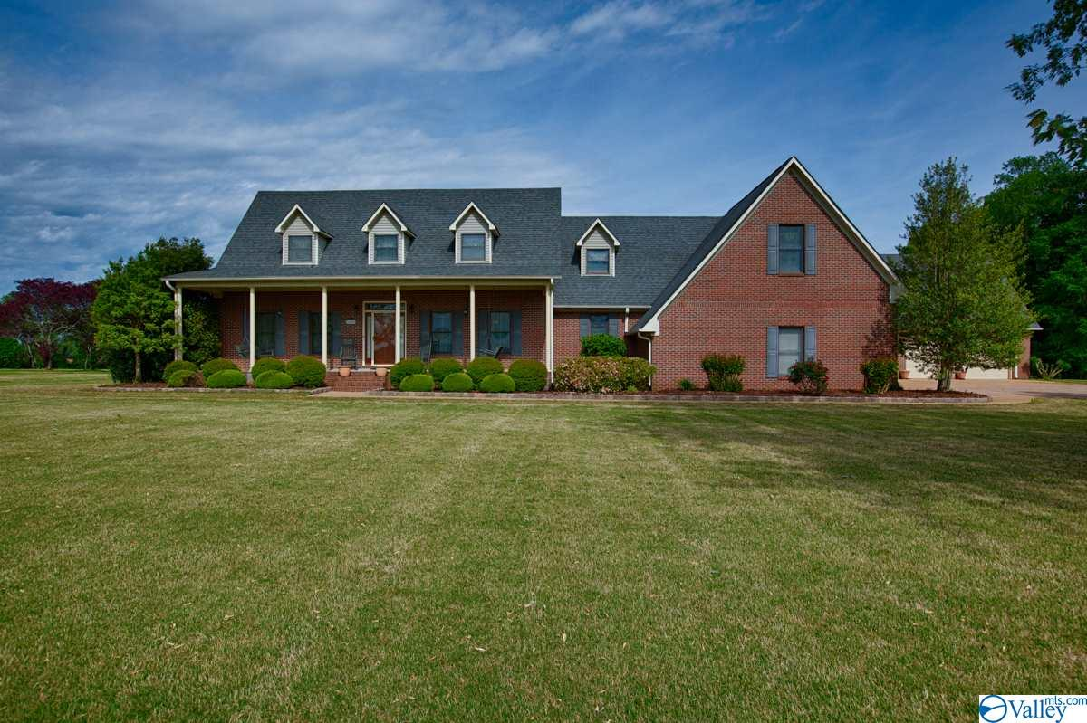 Photo of home for sale at 25550 Old School House Road, Toney AL
