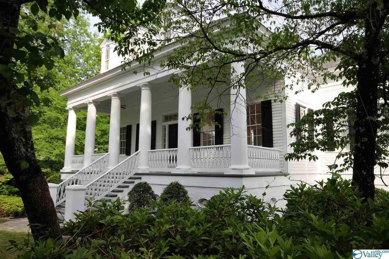 Photo of home for sale at 195 Oak Circle, Hayden AL