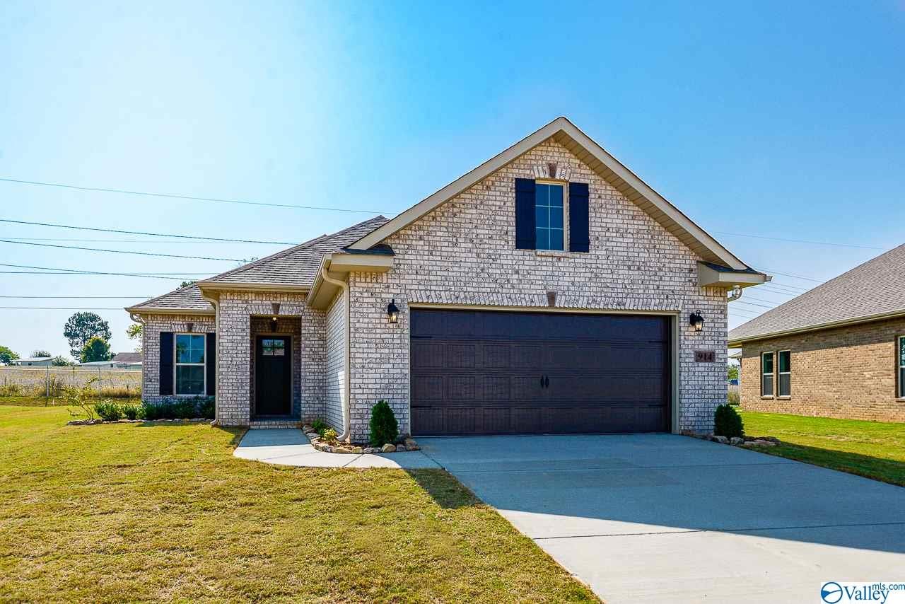 Photo of home for sale at 914 Park Place, Athens AL