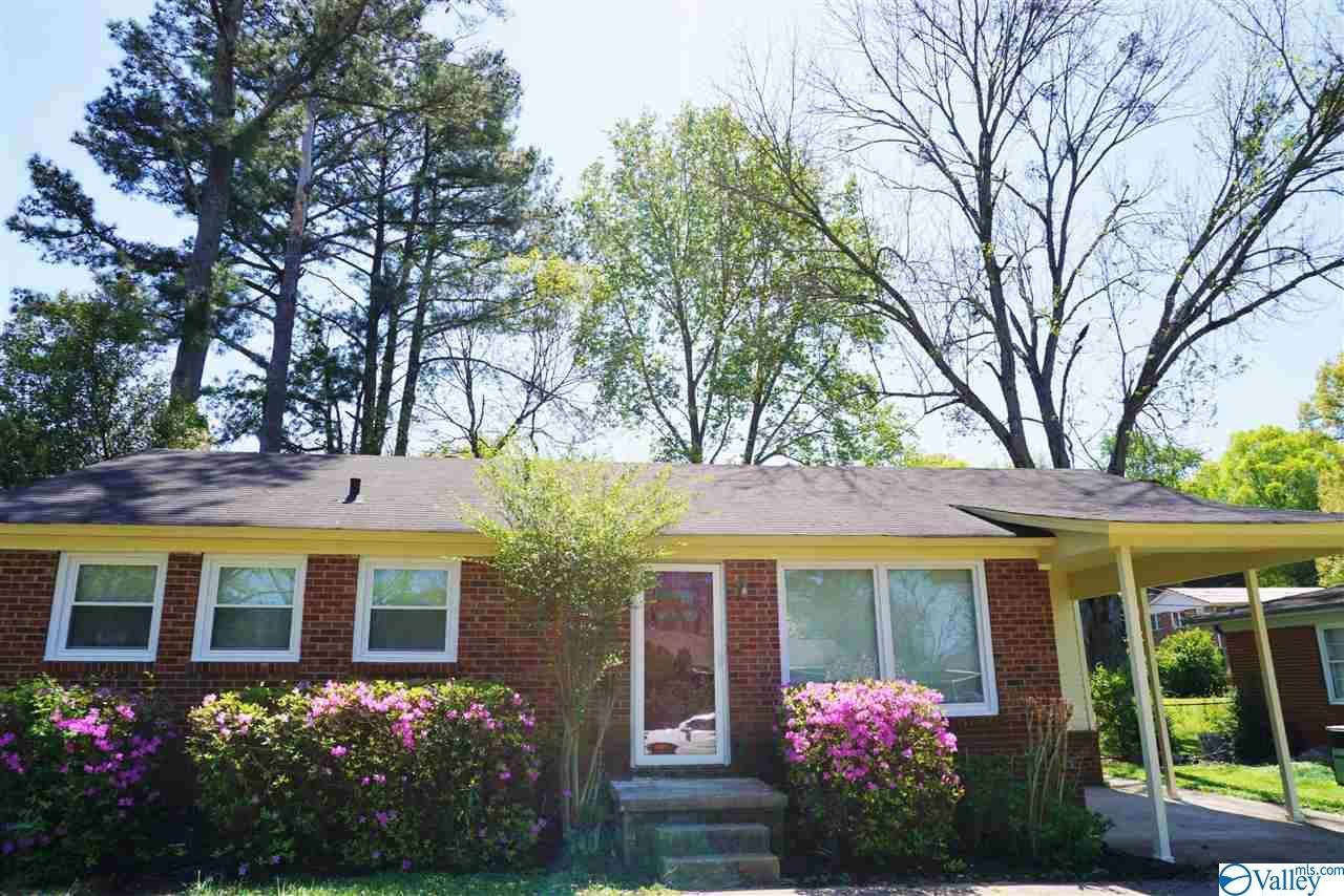 Photo of home for sale at 1816 Stevens Drive, Huntsville AL