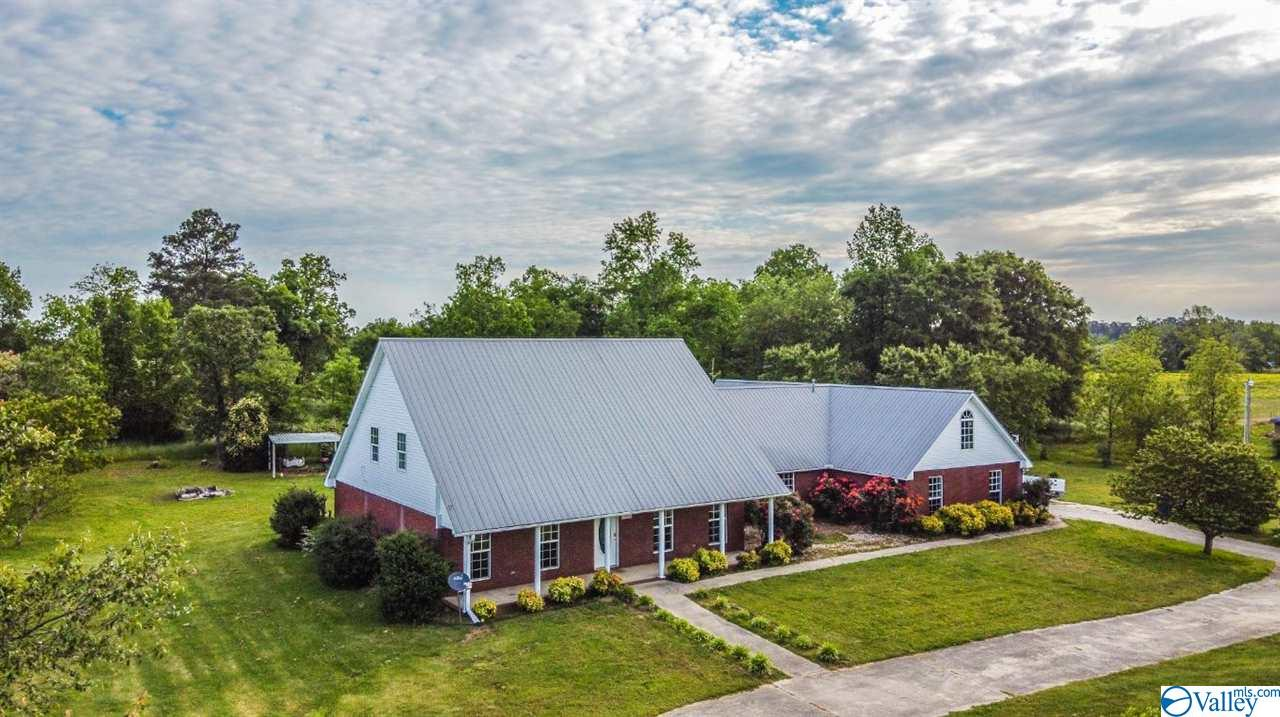 Photo of home for sale at 1334 County Road 18, Fyffe AL