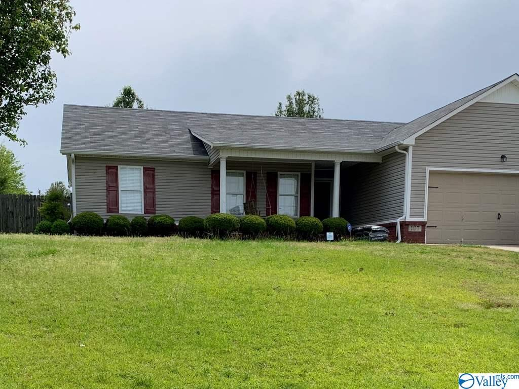 Photo of home for sale at 107 Tanner Creek Circle, New Market AL