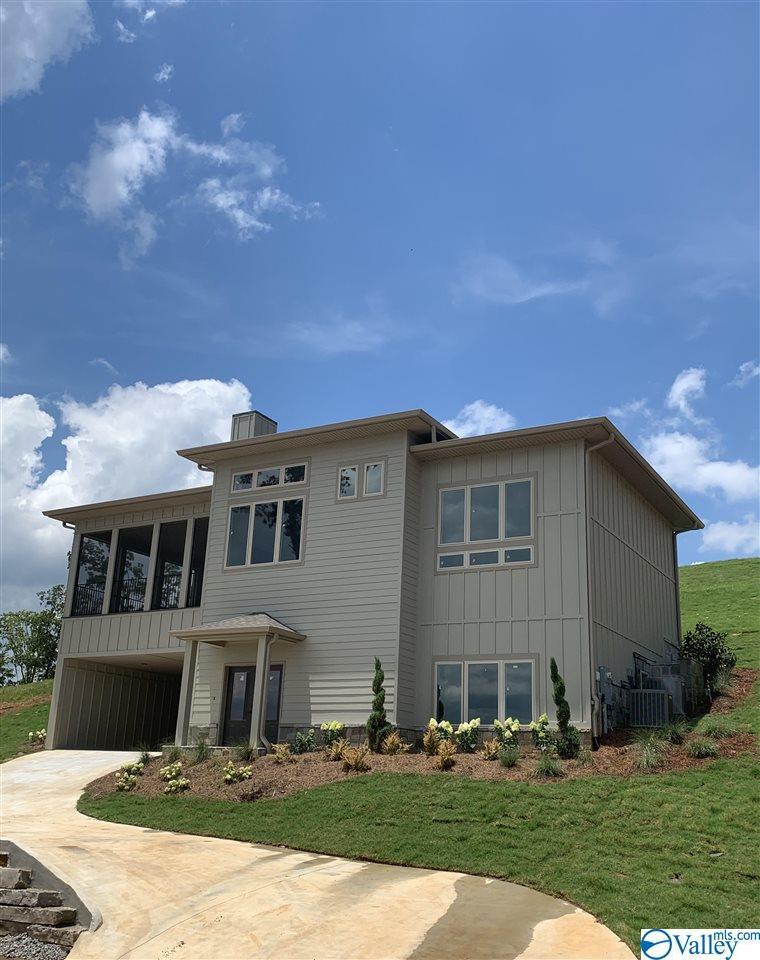 Photo of home for sale at 290 Fall Creek Drive, Guntersville AL