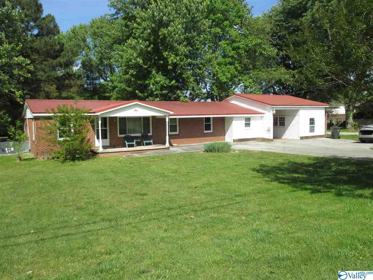 Photo of home for sale at 681 Morris Road, Toney AL