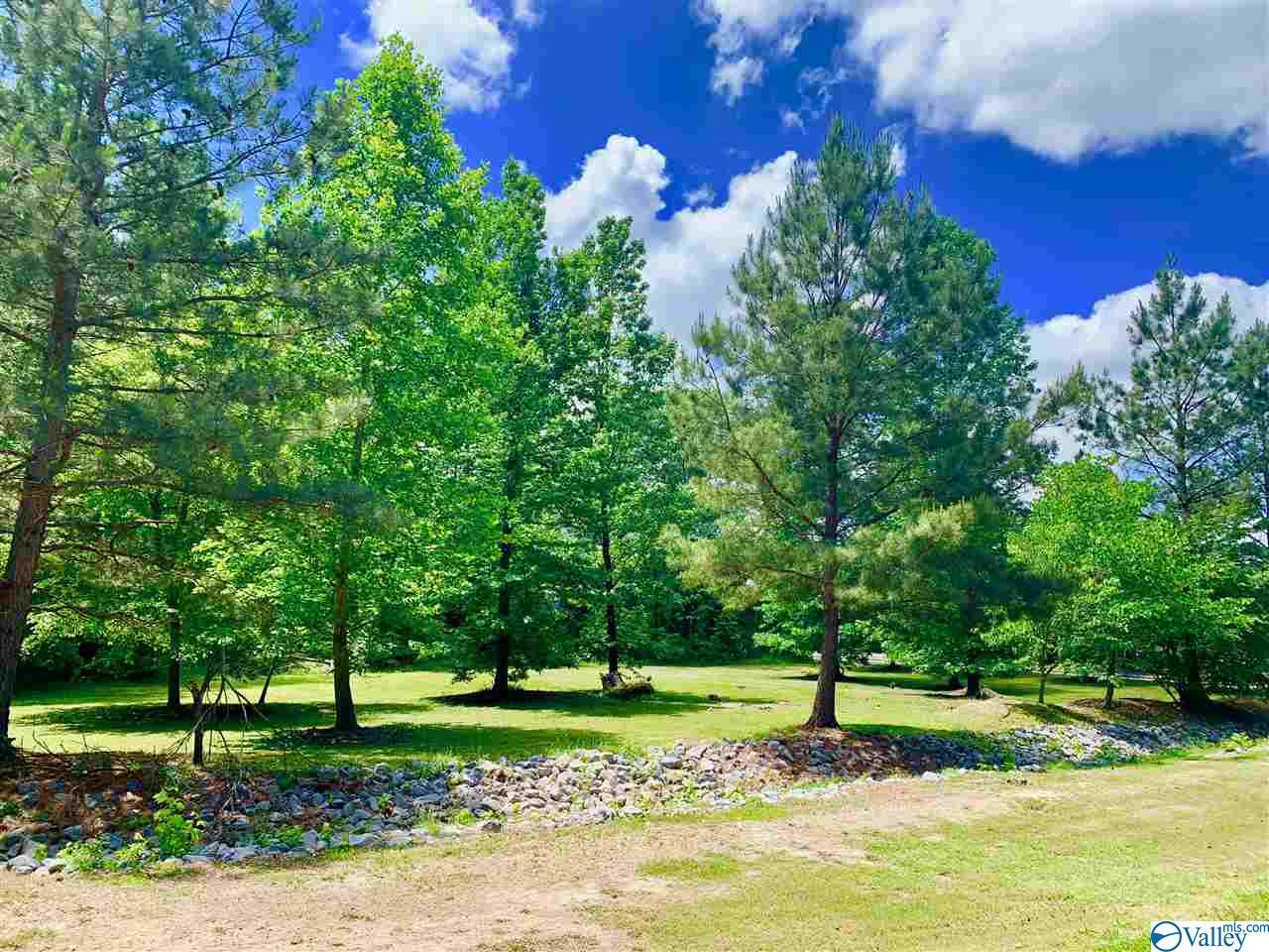Photo of home for sale at 1 Clairvaux Drive, Gadsden AL