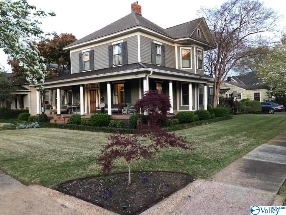Photo of home for sale at 702 Ferry Street, Decatur AL