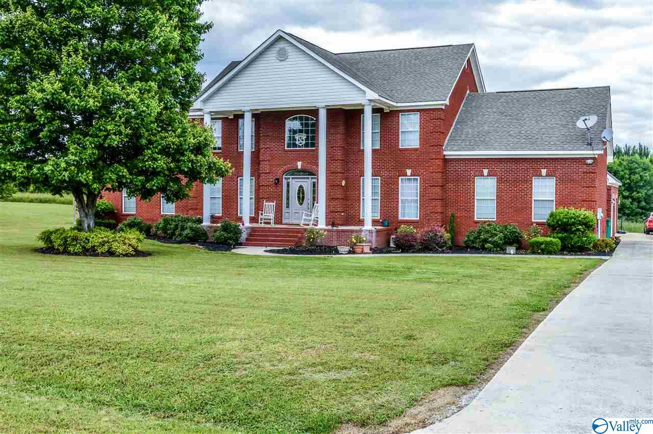 Photo of home for sale at 140 County Road 424, Centre AL