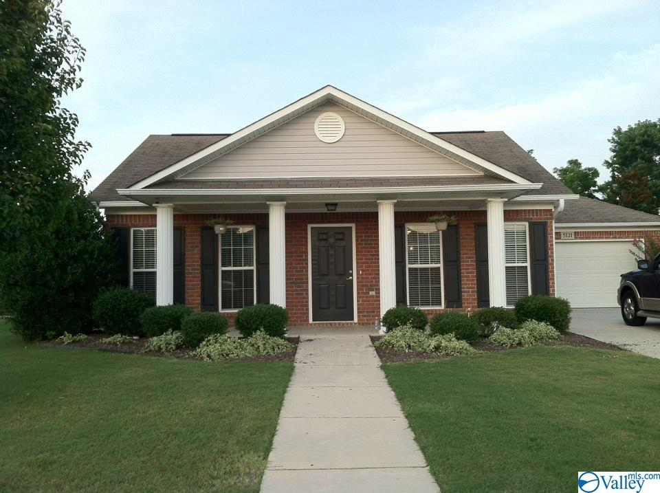 Photo of home for sale at 5121 Frankford Drive, Owens Cross Roads AL