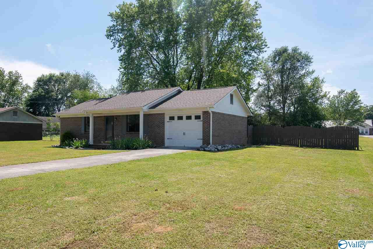 Photo of home for sale at 1488 Carter Grove Road, Hazel Green AL