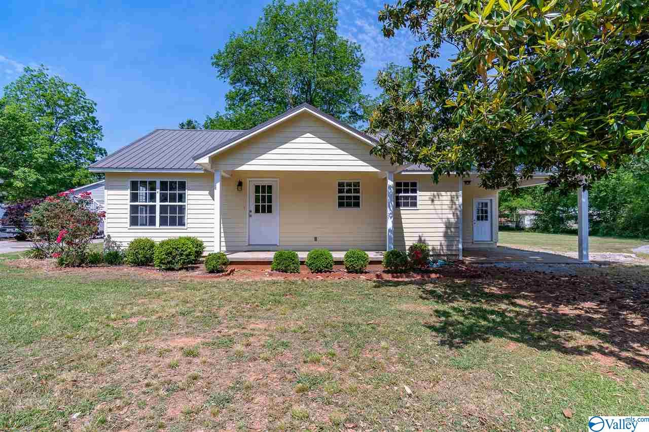 Photo of home for sale at 1147 Main Street, Moulton AL