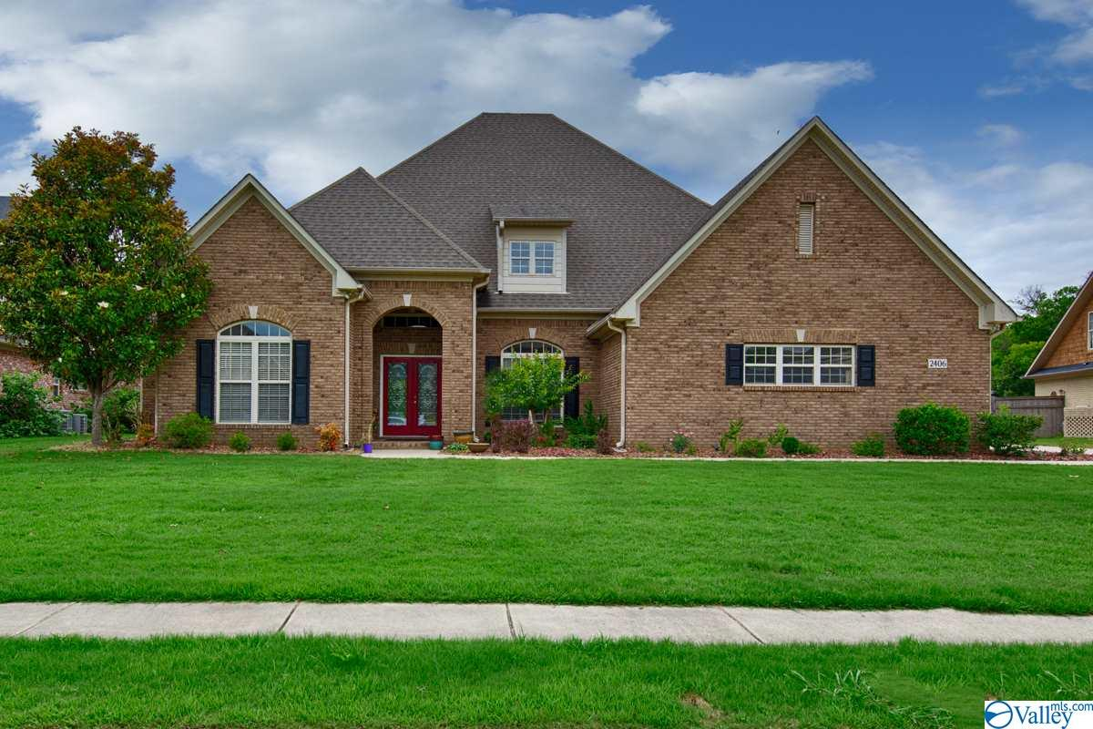 Photo of home for sale at 2406 Rothmore Drive SW, Huntsville AL