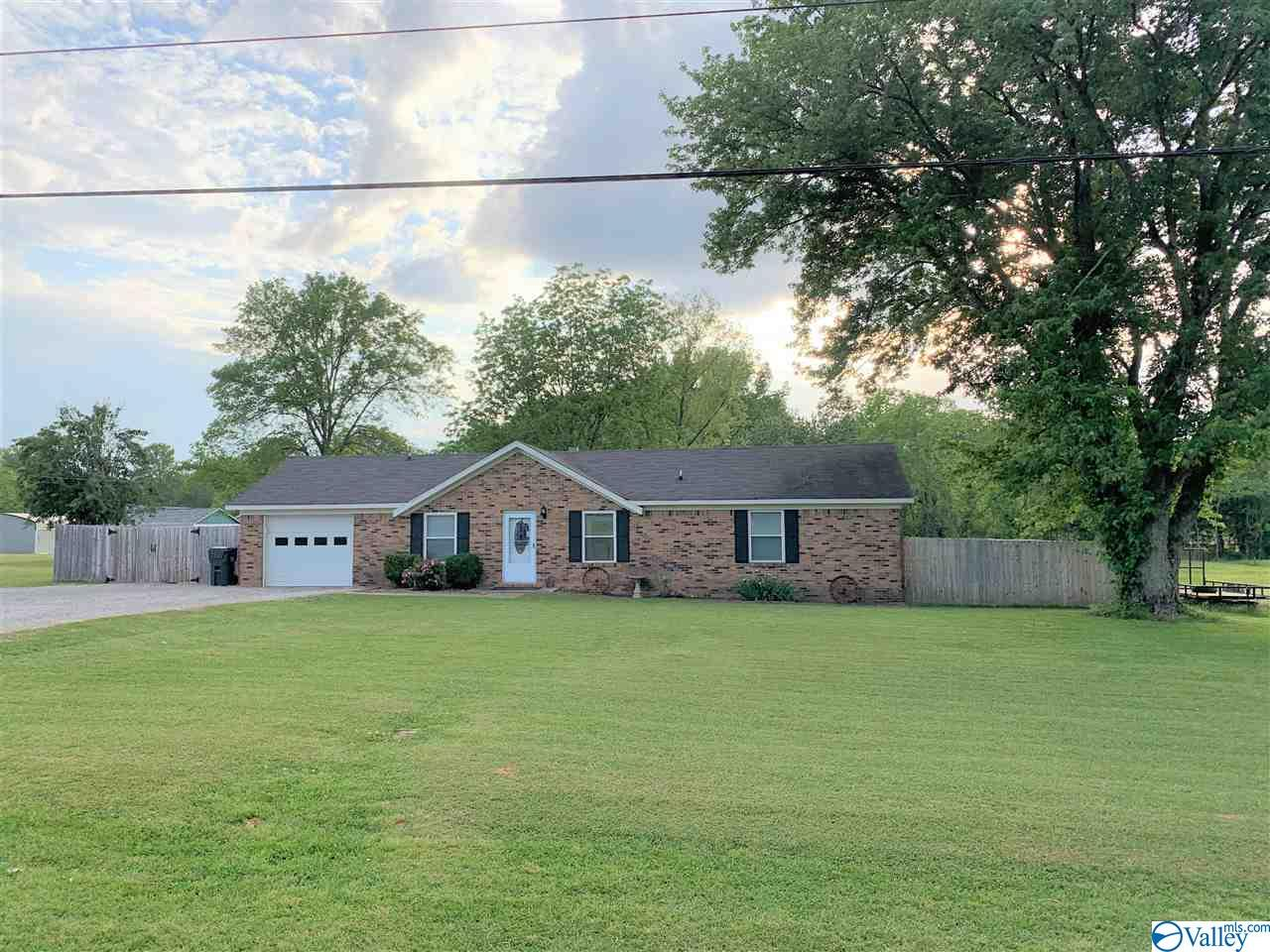 Photo of home for sale at 579 Pine Street, Decatur AL