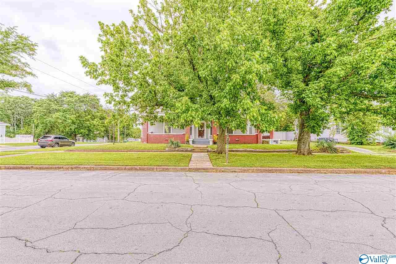Photo of home for sale at 208 2nd Street W, Tuscumbia AL