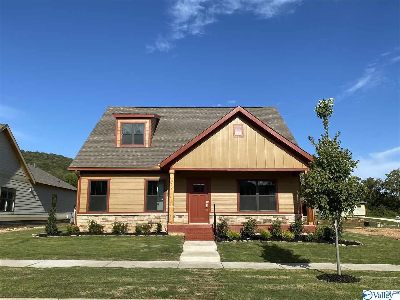 Photo of home for sale at 1517 Hammock Street, Huntsville AL