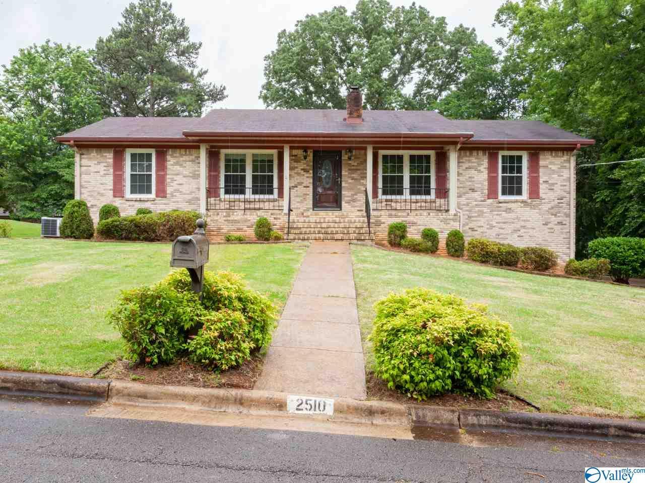 Photo of home for sale at 2510 Lancelot Drive, Huntsville AL