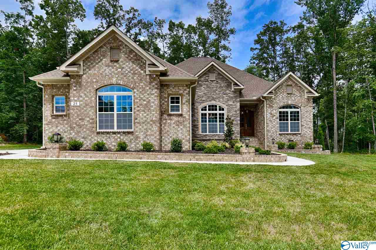 Photo of home for sale at 312 Kendallwood Drive, Meridianville AL